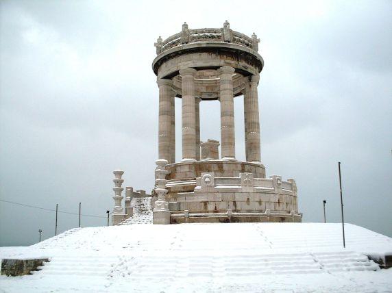 ANCONA Il Monumento sotto la neve