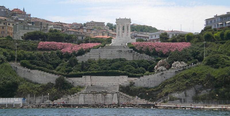 ANCONA Il Monumento visto dal mare