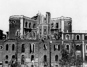 Bombardamento del 13 luglio 1943. Danni al campanile e alla casa parrocchiale.