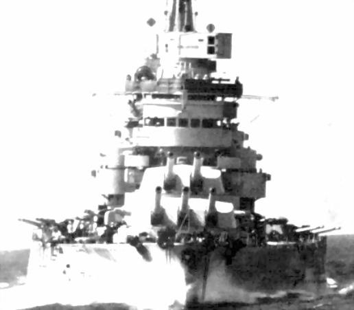 Il Conte di Cavour in navigazione durante la battaglia di Punta Stilo