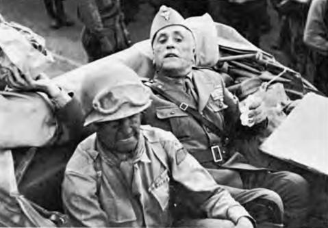 Il generale Keyes entra a Palermo insieme al generale italiano Molinero, consegnatosi prigioniero