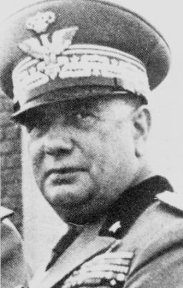 Il generale Guzzoni, comandante della 6ª Armata