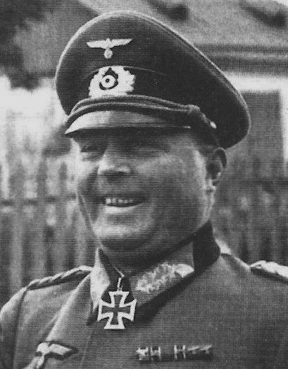 Il generale Hans-Valentin Hube, comandante del XIV Corpo corazzato