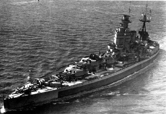 La Nelson; si nota l'insolita disposizione tutta a prua dell'armamento principale