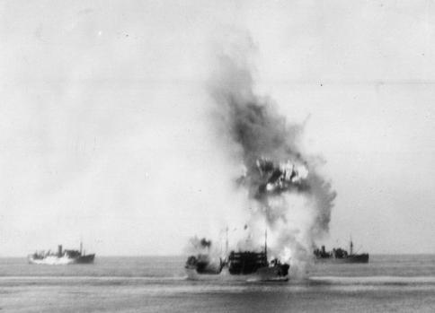 La petroliera Ohio colpita dal sommergibile italiano Axum