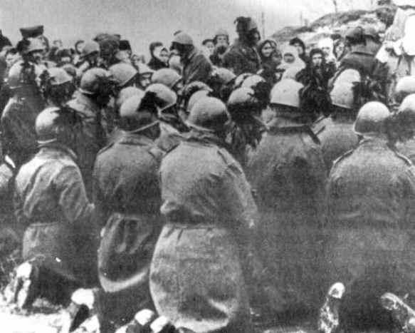 Messa al campo per un reparto di bersaglieri impegnato sul fronte russo