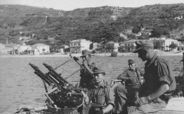 Postazione antiaerea della 29. Panzergrenadier-Division in azione nello stretto di Messina nell'estate 1943