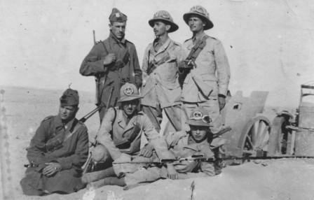 Foto scatta nella zona di El Alamein, Sergio è in basso a destra.jpg