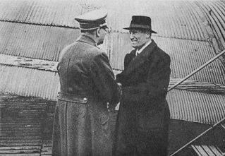Il giorno 14 Mussolini, raggiunge in volo Monaco di Baviera dove lo attendono il Fuhrer in persona alcuni fedelissimi e il figlio Vittorio..jpg
