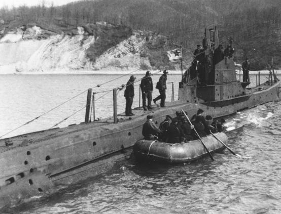 Il sommergibile sovietico ShCh-214 affondatto dal MAS-571