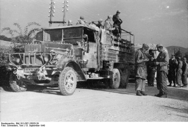 La colonna motorizzata tedesca sulla strada del Gran Sasso.jpg