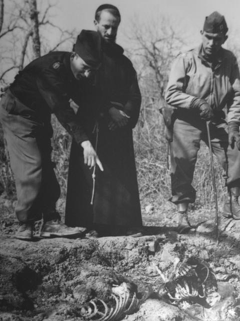 Rinvenimento dei resti delle vittime della strage di Ronchidos.jpg