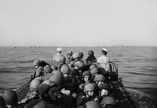 Truppe aviotrasportate britanniche in avvicinamento a Taranto, 9 settembre 194