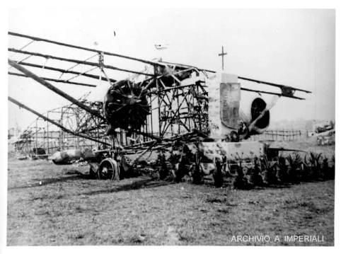I resti trasformati in monumento commemorativo di uno dei Caproni Ca. 133 della tragica spedizione del Gen. Magliocco a Bonaia, Lekempti, Etiopia.jpg
