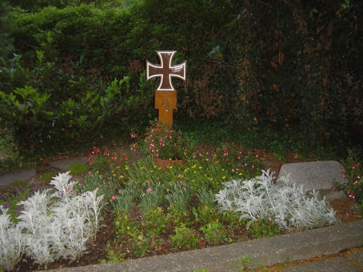 La tomba di Rommel nel cimitero di Herrlingen.jpg