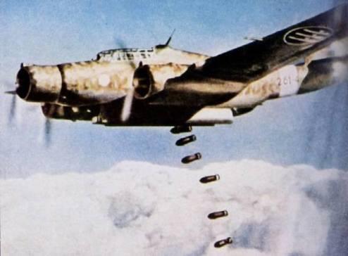 Un Cant Z.1007 in un'azione di bombardamento sui Balcani nel 1941.