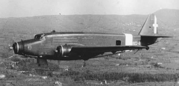 Un Savoia Marchetti SM82 Marsupiale in volo con la Regia Aeronautica