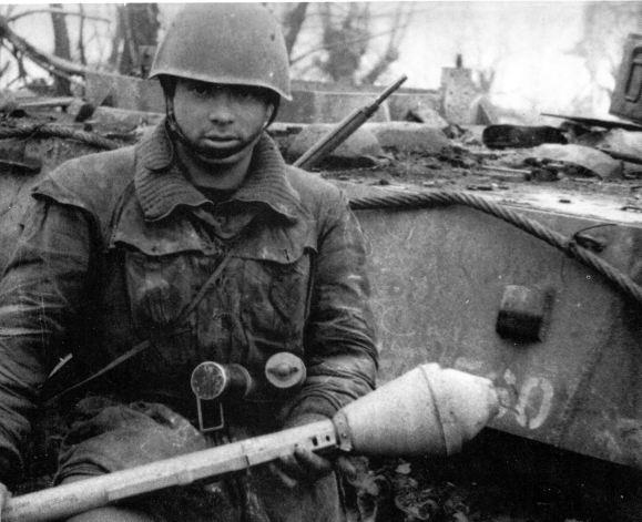 Marò della Decima armato di Panzerfaust