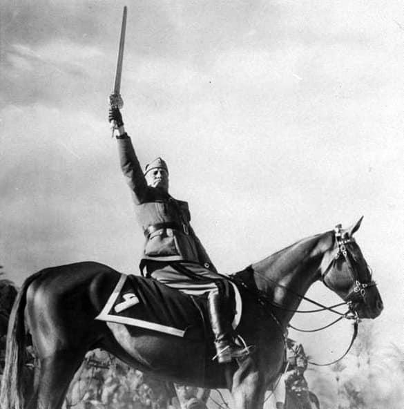 Mussolini con la spada dell'Islam