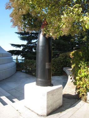 Proiettili della Viribus Unitis all'ingresso del Faro della Vittoria di Trieste