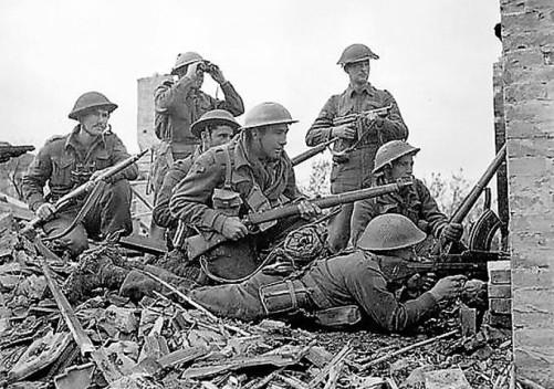 Soldati canadesi in una foto di propaganda per anteprima