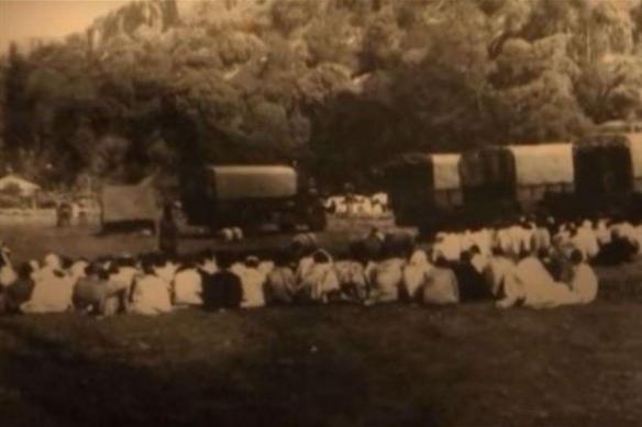 Preti copti (cascì) in attesa della fucilazione fotografati il 20 maggio 1937.jpg