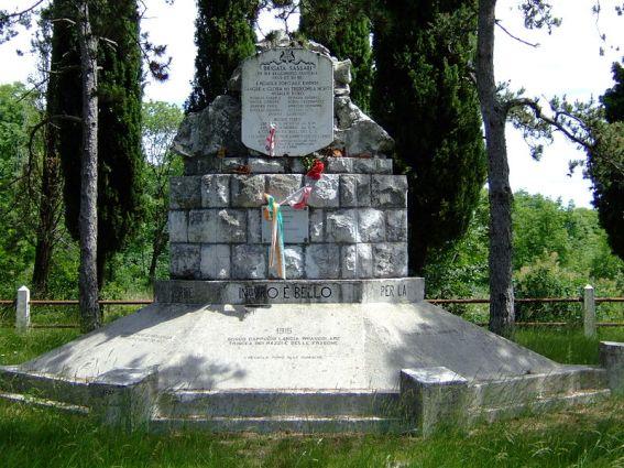 San Martino del Carso monumento alla Brigata Sassari sulla Dolina Sassari.
