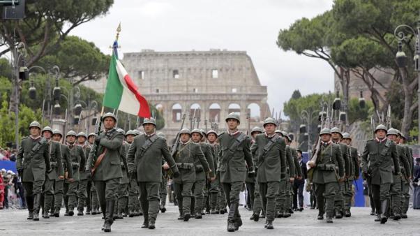 Sfilata della Brigata Sassari in uniforme d'epoca.jpg