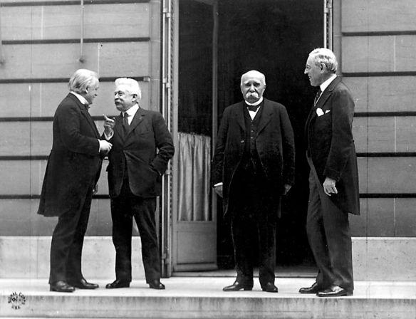 I quattro grandi alla Conferenza di pace di Parigi da sinistra Lloyd George, Vittorio Emanuele Orlando, Georges Clemenceau, Woodrow Wilson.jpg