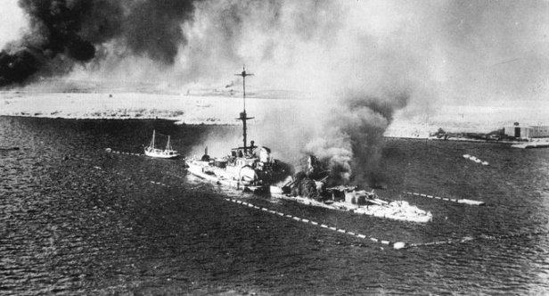 il san giorgio in fiamme nella mattinata del 22 gennaio 1941 nella rada di tobruk