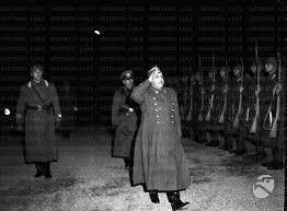 Mussolini e franco passano in rassegna le truppe.jpg