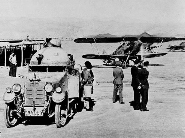 Un Hawker Hart canadese in manovra, Visintini distrusse al suolo alcuni di questi aerei nemici