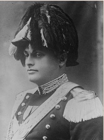 Il capitano Livio Duce in alta uniforme speciale