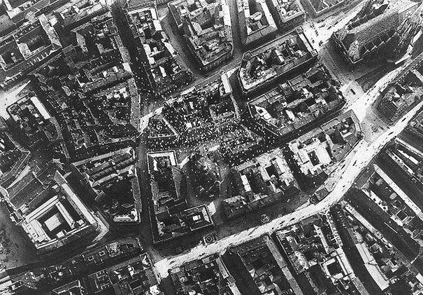 Il centro di Vienna invaso dai volantini lanciati da D'Annunzio