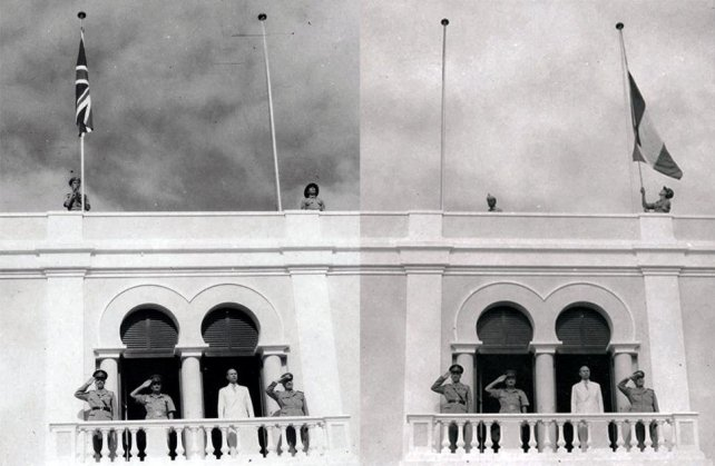 La cerimonia di ammaina bandiera della Union Jack e l'alzabandiera del Tricolore segna l'inizio dell'Amministrazione fiduciaria italiana della Somalia.jpeg