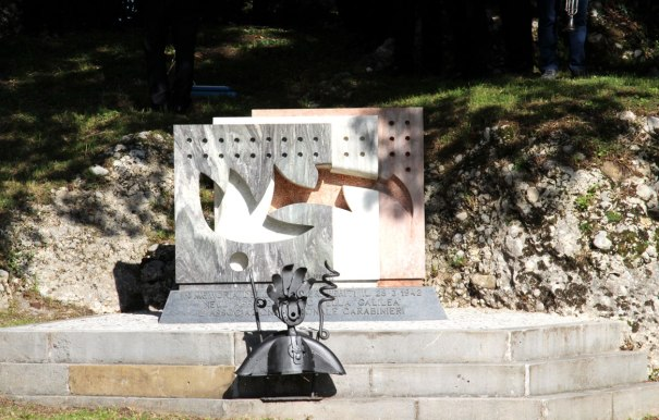 Monumento dedicato ai CC.RR. deceduti nell'affondamento della motonave Galillea.jpg