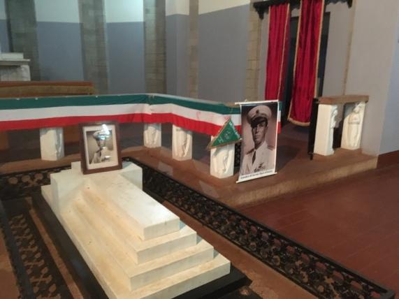 Tomba di Amedeo d'Aosta a Nairobi.jpg