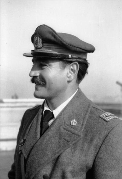 Il maggiore Adriano Visconti con la divisa dell'A.N.R.