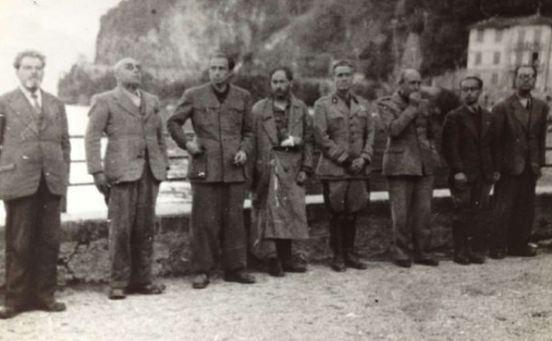 I gerarchi fascisti poco prima di essere fucilati sul lungo lago il 27 aprile 1945.JPG