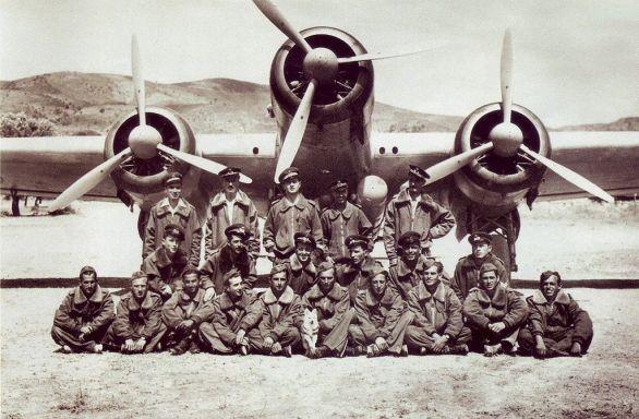 La 281ª squadriglia nella base di Gadurrà (Isole Italiane dell'Egeo) giugno 1941.jpg