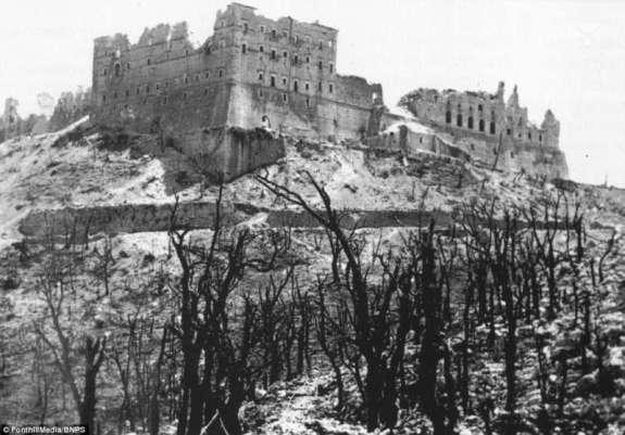 Abbazia di Montecassino dopo il bombardamento