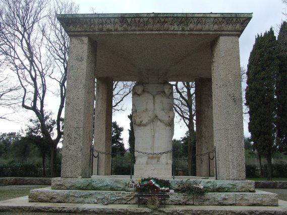 Cimitero Militare tedesco Pomezia scultura