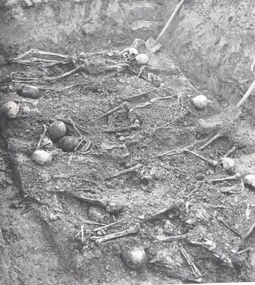 La fossa comune dove il 24 febbraio 1951, vennero rinvenuti i corpi dei sette fratelli Govoni e di altri dieci cittadini uccisi con loro