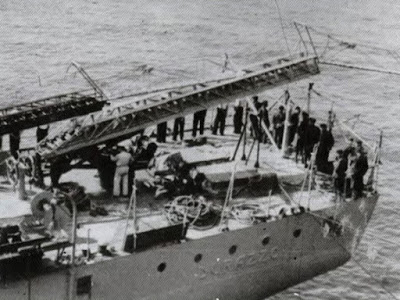 Autoscale montate su un traghetto per l'addestramento a Livorno