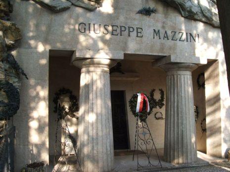 Il mausoleo di Giuseppe Mazzini nel cimitero monumentale di Staglieno.jpg