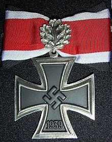 Croce di guerra con fronde di quercia