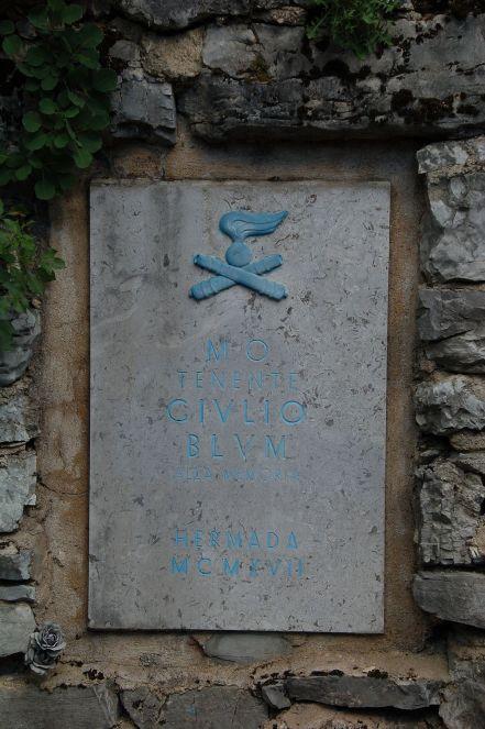 Lapide_commemorativa_del_tenente_Giulio_Blum