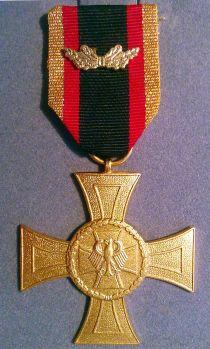 La Croce d'Onore al Valore, massima onorificenza al valore dell'odierna Repubblica Federale di Germania.